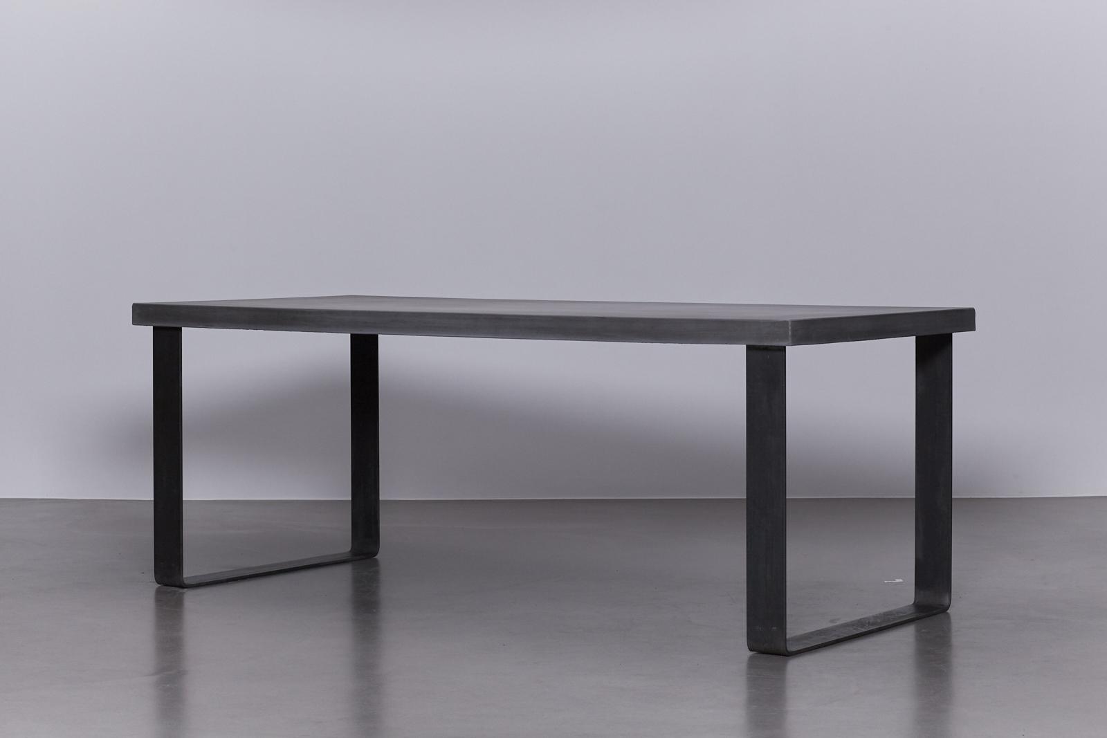 Onderstel Tafel Staal : Betonnen tafel antraciet u onderstel blauwstaal u de betonfabriek