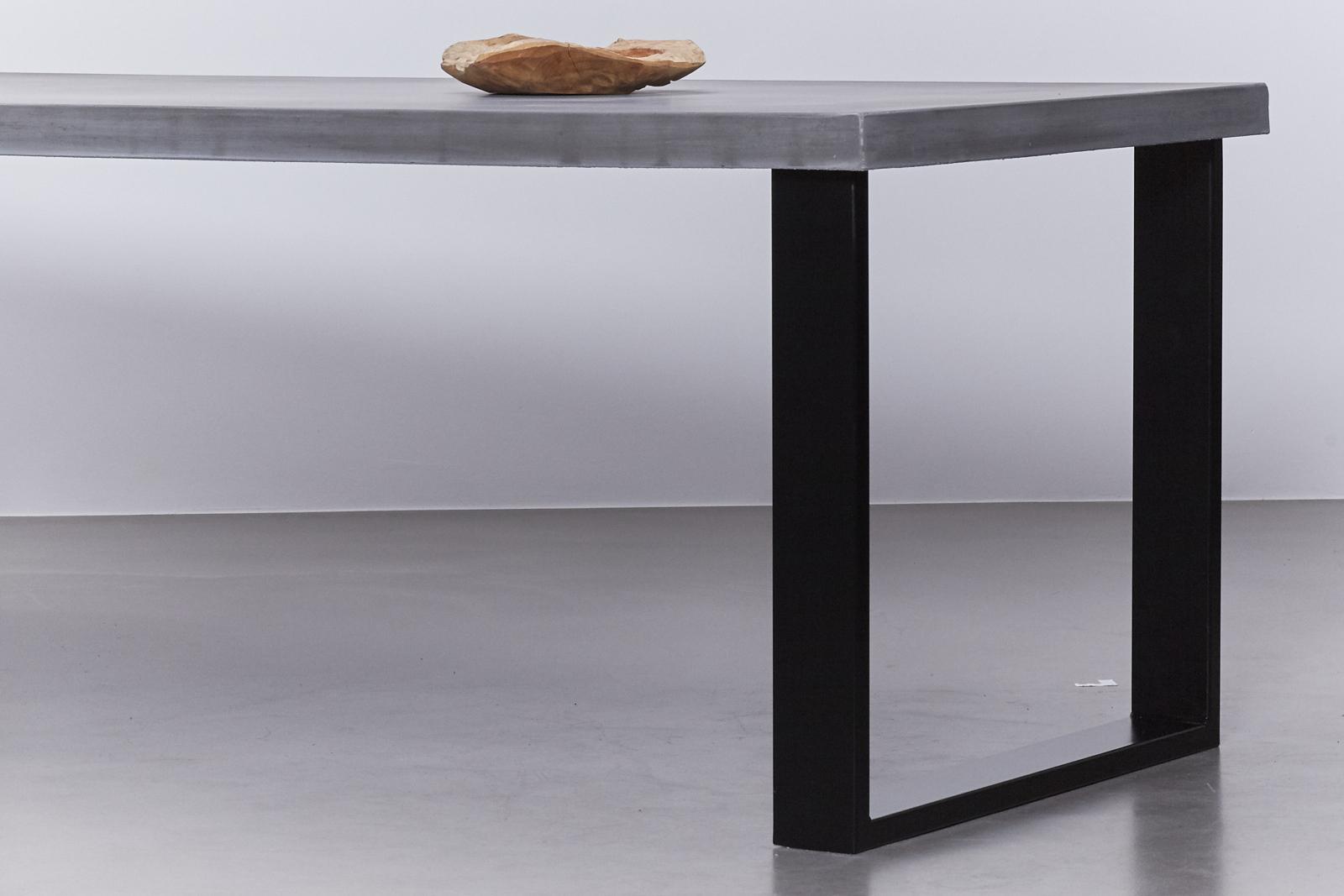 Betonnen tafel antraciet u2013 onderstel staal zwart u2013 de betonfabriek