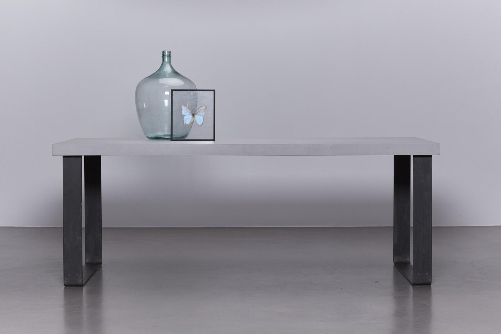 betonlook tafel onderstel blauwstaal de betonfabriek. Black Bedroom Furniture Sets. Home Design Ideas